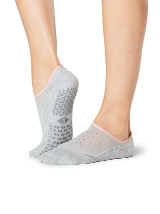 Model in on pointe ToeSox Maddie Grip Barre Sock