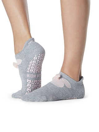 Model in bow minnie ToeSox Tavi x Disney Savvy Grip Barre Sock