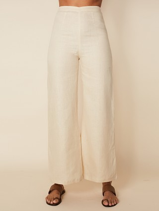 Model in plain sand Faithfull the Brand Sibyl Pant