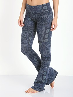 Strut This The Emerson Flare Pant Blue Paisley