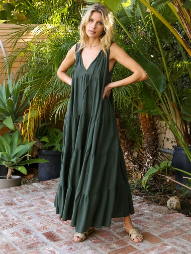 Model in hunter 9seed Lighthouse Beach Sleveless Tier Maxi Dress