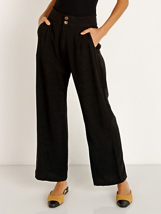 Model in black Stillwater All Summer Pant