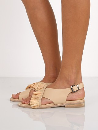 Model in natural SOL SANA Marla Sandal