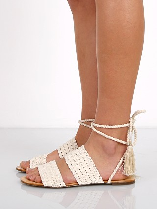 Model in cru Schutz Zendy Crochet Sandal