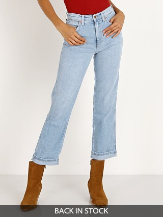 Model in ebony Wrangler Heritage Jean