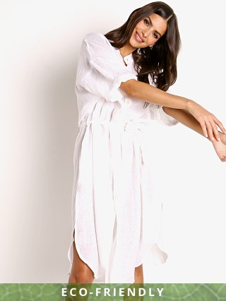 Model in white Vitamin A Eco Linen Playa Dress