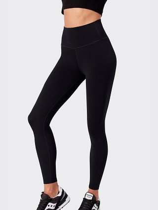 Model in black Splits59 Airweight Flow High Waist 7/8 Tight