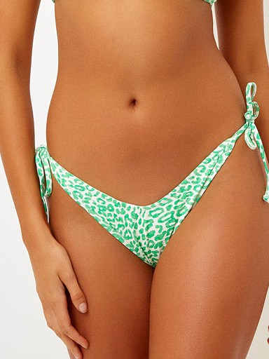 Model in amazon Frankie's Bikinis Leigh Bikini Bottom
