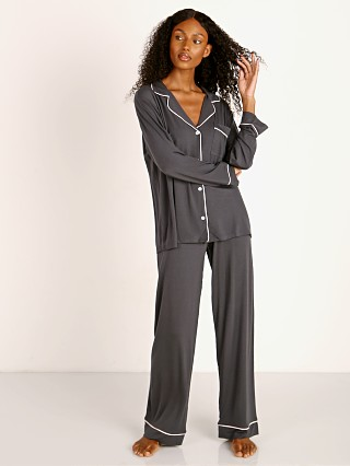 Model in graphite/sorbet Eberjey Gisele PJ Set