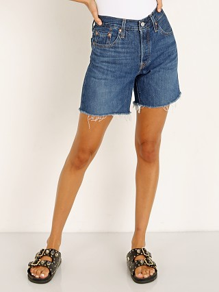 Model in sansome nights Levi's 501 Mid Thigh Short