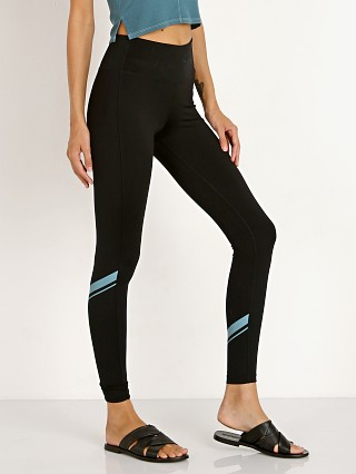 Model in black/blue surf Splits59 Horizon 7/8 Tight