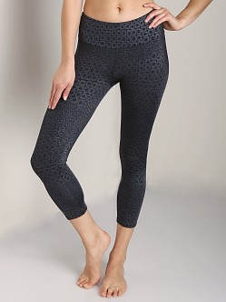 Onzie Capri Pant Black Magic