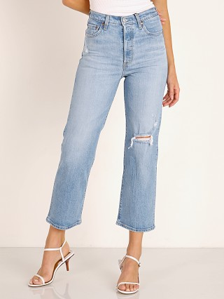 Model in tango fade Levi's Ribcage High Waist Straight Ankle