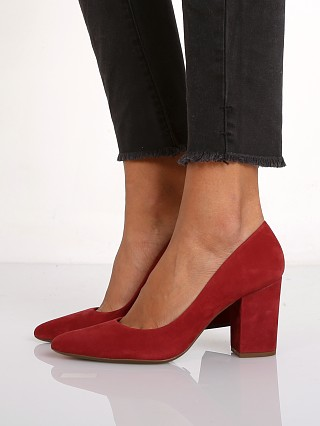 Model in red wine Schutz Moranita Suede Pump