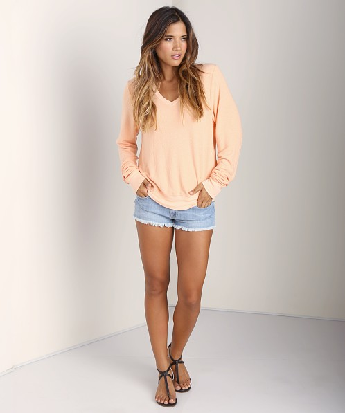 WILDFOX V Neck Baggy Beach Jumper Coral Shell