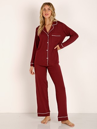 Model in port/ivory Eberjey Gisele Long PJ Boxed Set