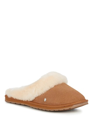 Model in chestnut EMU Australia Jolie Slipper