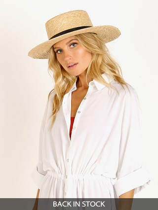 Model in natural Janessa Leone Klint Hat