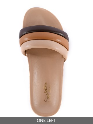 Model in multi Seychelles Low Key Sandal  Vacchetta