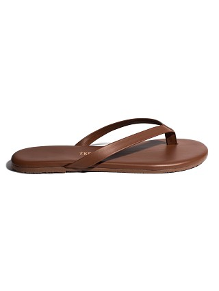 Model in heatwave Tkees Boyfriend Sandal