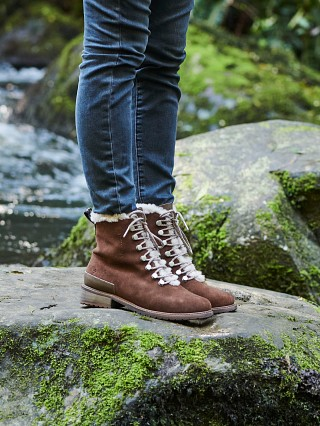 Model in oak Emu Australia Billington Waterproof Boot