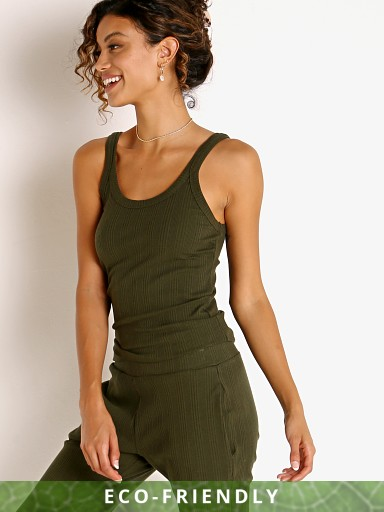 Model in army Vitamin A Organic Rib West Tank