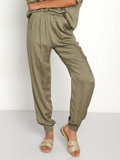 Model in frog Indah Pierre Lounge Pant