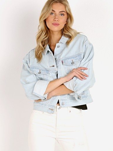 Model in long story Levi's Slouch Trucker Jacket