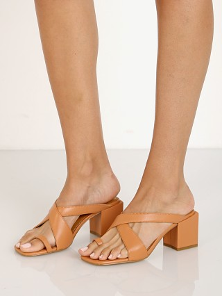 Model in clay Jaggar Converge Sandal