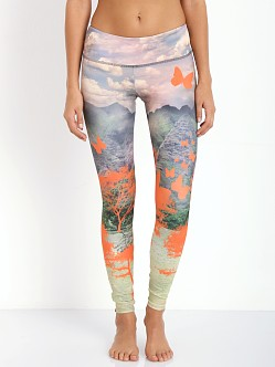 Onzie Graphic Legging Free Fly