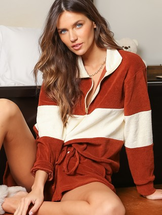 Model in cinnamon DONNI. Terry 1/2 Zip Pullover