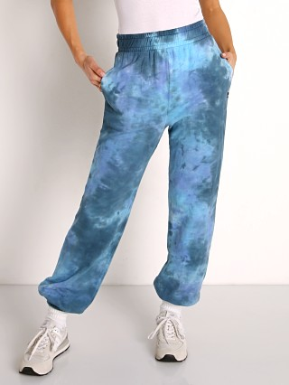 Model in galaxy NUX Sunday Sweat Pant