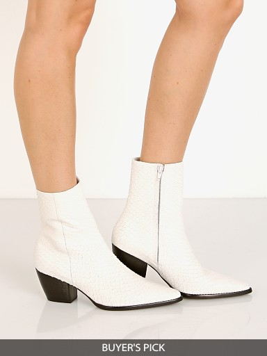 Model in white snake Matisse Caty Boot