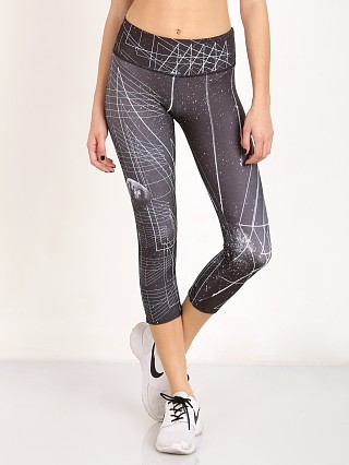 Onzie Graphic Capri Black Sky