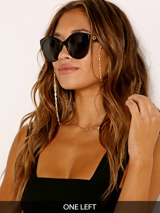 Model in gold en Days LA 14K  Ocean Mask/Sunglasses Chain