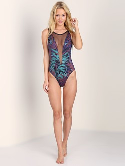 Tavik Poppy One Piece Leaves