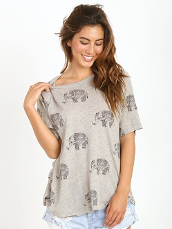 WILDFOX Roaming Elephant Perfect T Pale Moon