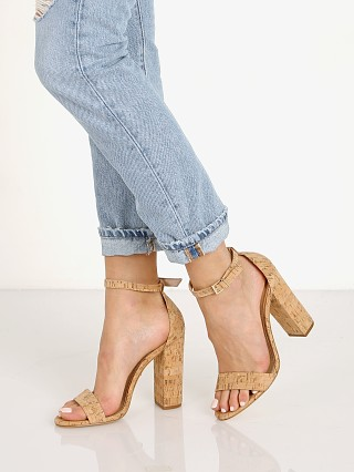 Model in natural Schutz Enida Heel