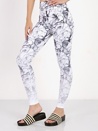 Model in glacier marble ombre Vie Active Rockell Full Legging