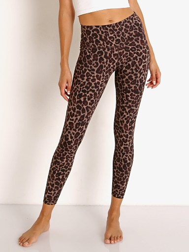 Model in tort leopard Varley Luna Lolux Legging