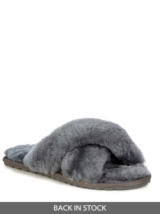 Model in charcoal Emu Australia Mayberry Slipper