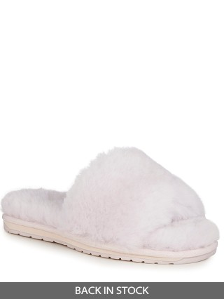 Model in ash Emu Australia Myna Slipper