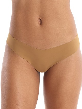 Model in caramel Commando Classic Thong