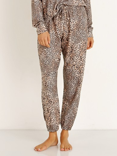 Model in pounce Onzie Weekend Sweatpant