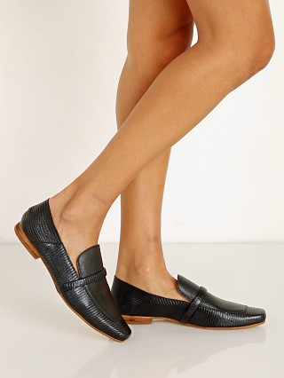 Model in black Kaanas Turin Lizzard Square Toe Loafer