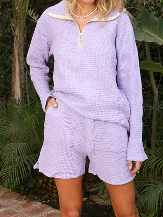 Model in lilac DONNI. Waffle Short