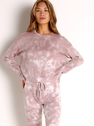 Model in rose cloud Beyond Yoga Day to Day Pullover