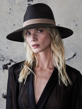 Model in black/saddle Janessa Leone York Hat
