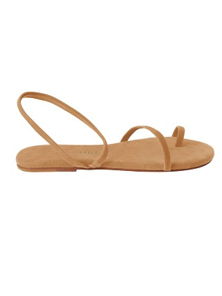 Model in suede sand Tkees Mia al Sand