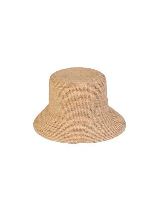 Model in natural Lack of Color The Inca Bucket Hat